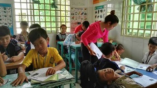 doung-chanpisey-work-as-english-teacher-at-one-ngo